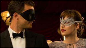 '50 sombras más oscuras': Siguen apareciendo hortalizas en los cines... ¡Ahora dos pepinos!