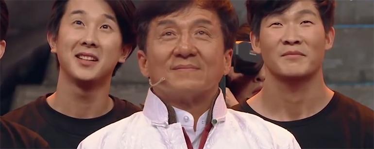 Jackie Chan se emociona en un reencuentro con sus dobles de acción