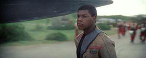 'Star Wars: Los últimos Jedi': John Boyega muestra el nuevo arma de Finn en la película