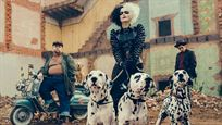 Emma Stone sigue con su estilo 'punk' en las nuevas imágenes de 'Cruella'