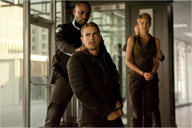 theo james, insurgente, 2015