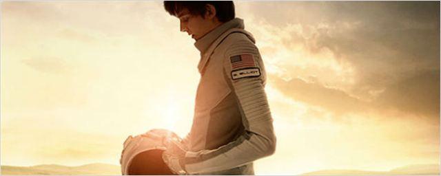 'The Space Between Us': Asa Butterfield es el primer niño nacido en Marte en el tráiler y póster de la película