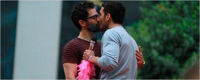 'Sense8': El reparto se divierte rodando la segunda temporada en el desfile del Orgullo Gay de Brasil