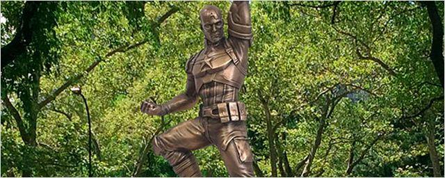 Primer vistazo a la estatua de bronce de Capitán América por su 75 aniversario