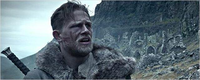 'Rey Arturo: La leyenda de Excalibur': La batalla comienza en el nuevo adelanto protagonizado por Charlie Hunnam