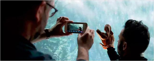 'Jurassic World 2': Juan Antonio Bayona, como un niño con una marioneta de dinosaurio